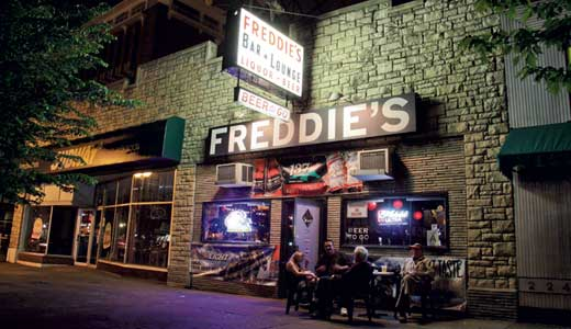 Feature-bar-Freddies-by-Frank-Steele