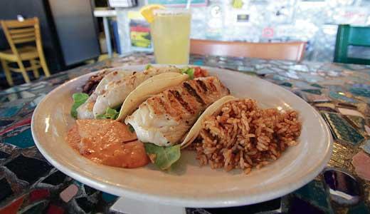 Dining-El-Mundo-fish-taco-BY-RON